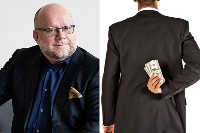 harald petersson, chef för unionens a-kassa, och affärsman som gömmer pengar bakom ryggen